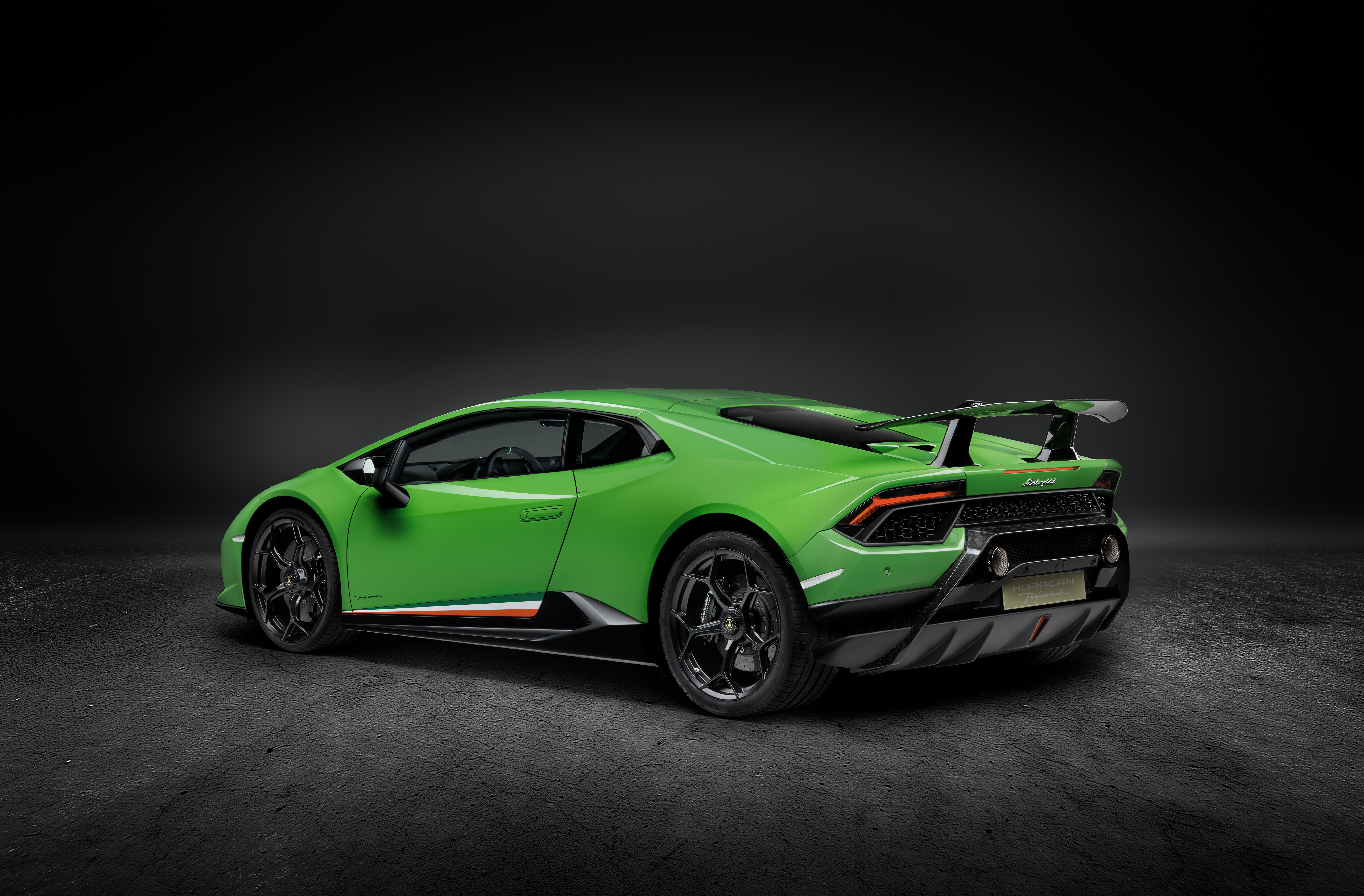 focused on performance the new lamborghini hurac n performante. Black Bedroom Furniture Sets. Home Design Ideas